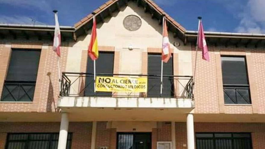 La fachada del Ayuntamiento de Ardón.