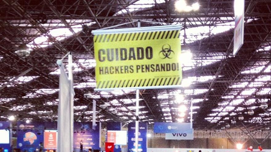 Uno de los carteles que se vieron en la Campus Party de Sao Paulo (Foto: markhillary | Flickr)
