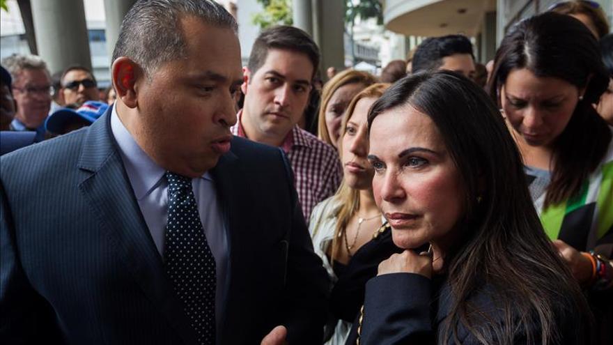Oposición venezolana insiste en la inocencia de Rosales tras la suspensión del juicio