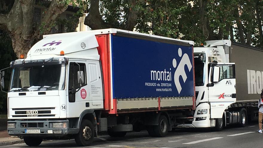 Un vehículo de Montai, este domingo en Vitoria durante la celebración del triatlón