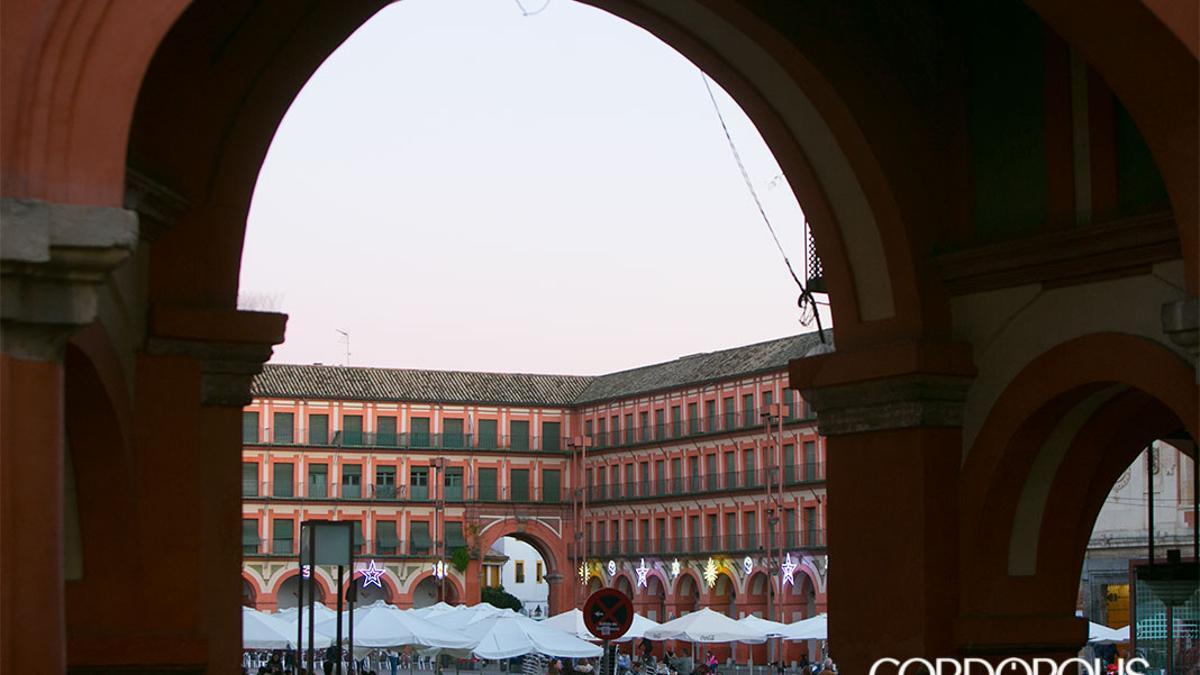 Plaza de la Corredera, con veladores