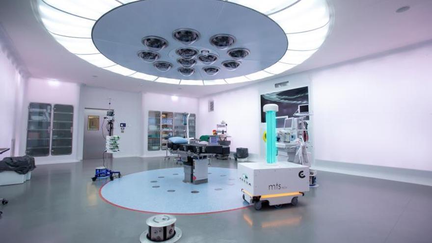 El Hospital Clínic prueba con éxito un robot que desinfecta las habitaciones