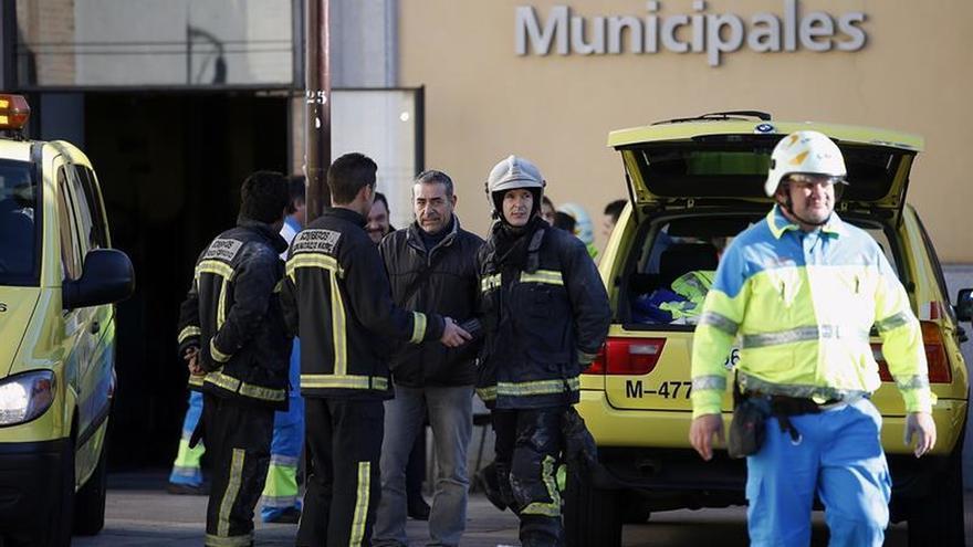 Un muerto y 30 evacuados a hospitales, balance del incendio en una residencia