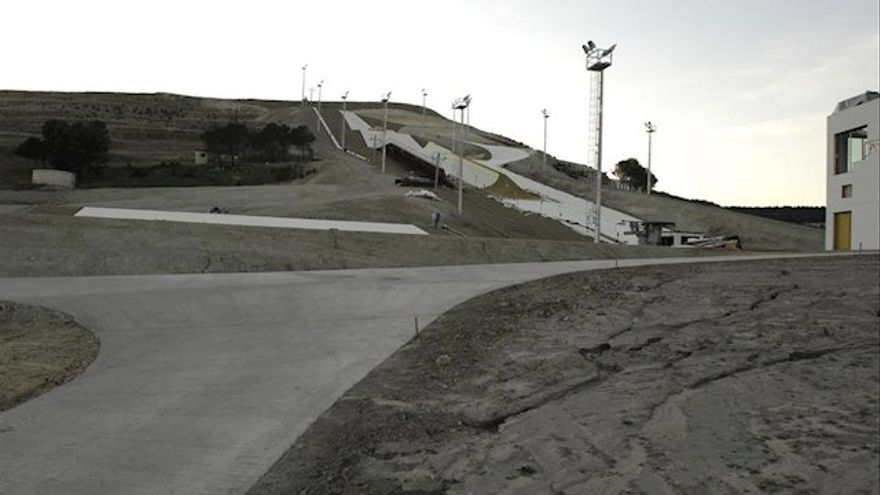 La inconclusa pista de esquí seco en Villavieja del Cerro (Valladolid)