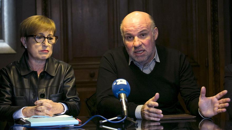 Ignacio González Vega y María del Mar Serna durante una rueda de prensa en 2017. EFE/Santi Donaire