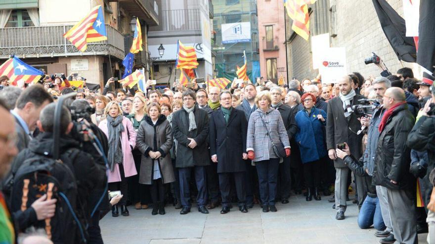 Artur Mas y las consejeras, acompañadas por el Govern durante el paseo hacia el TSJC por el juicio del 9-N