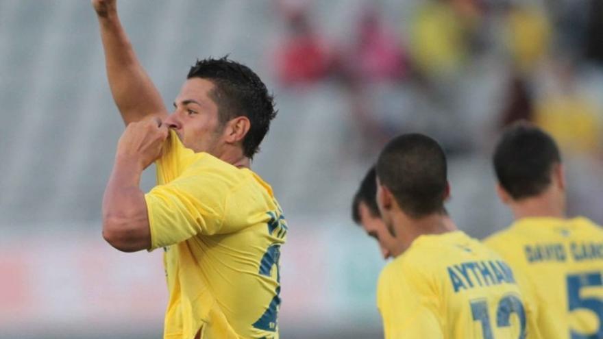 Vitolo celebra un gol en una imagen de archivo (udlaspalmas.es).