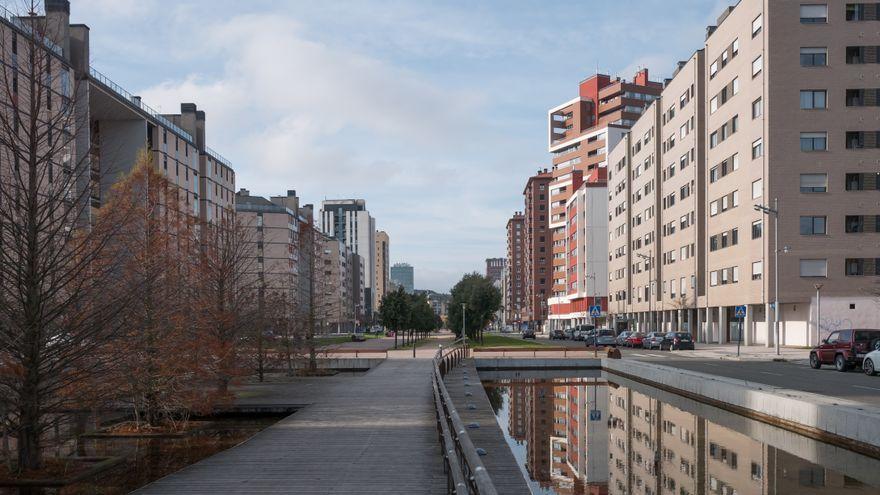 La Avenida Juan Carlos I, en Salburua, que pasa a llamarse 8 de Marzo