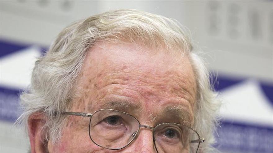 Chomsky prevé nuevos Trump si no se oye la aspiración de cambio de la gente
