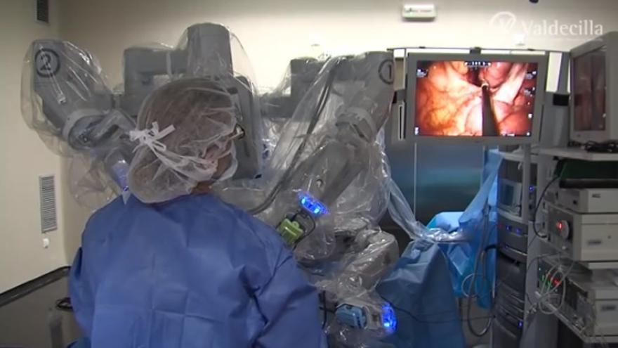 Sanidad impulsa la cirugía robótica en Valdecilla con un nuevo robot Da Vinci