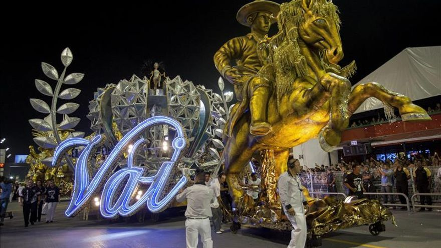 Desfile inspirado en la cantante Elis Regina vence en el Carnaval de Sao Paulo