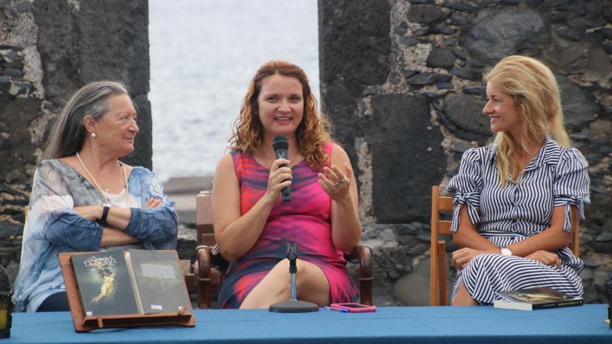 Julieta Martín Fuentes junto a Elsa López y Virginia Espinosa.