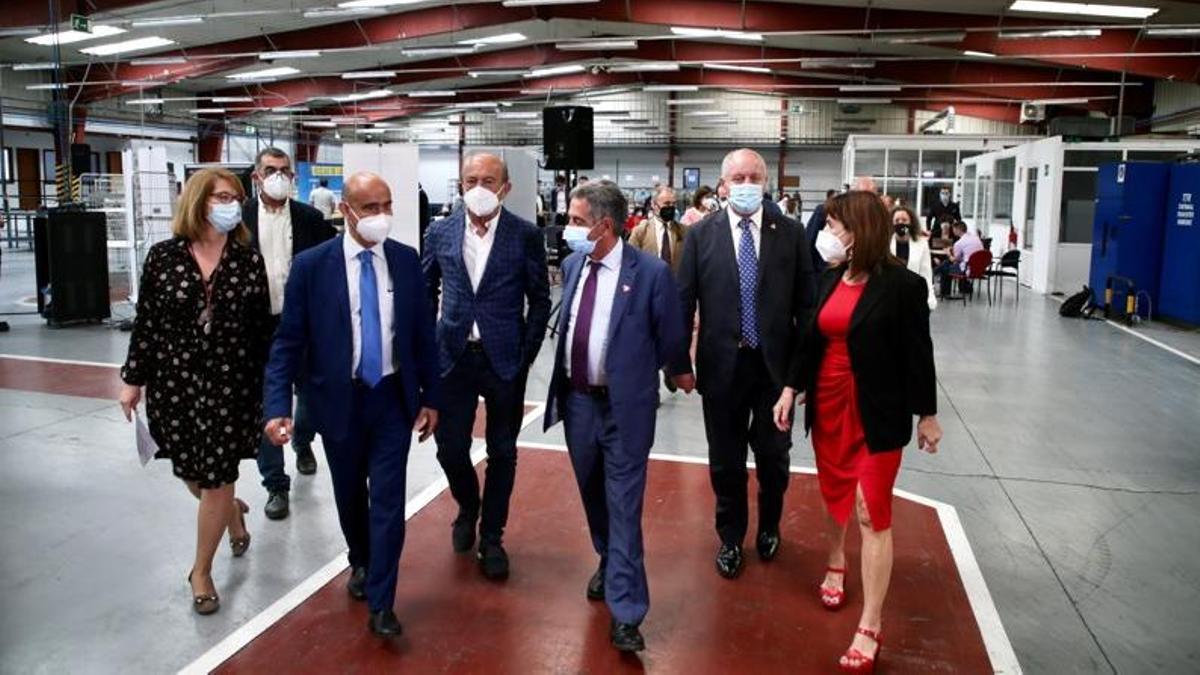 Visita del presidente regional, Miguel Ángel Revilla, y consejeros, al nuevo centro de Amica en el polígono de Siresa, en Reinosa