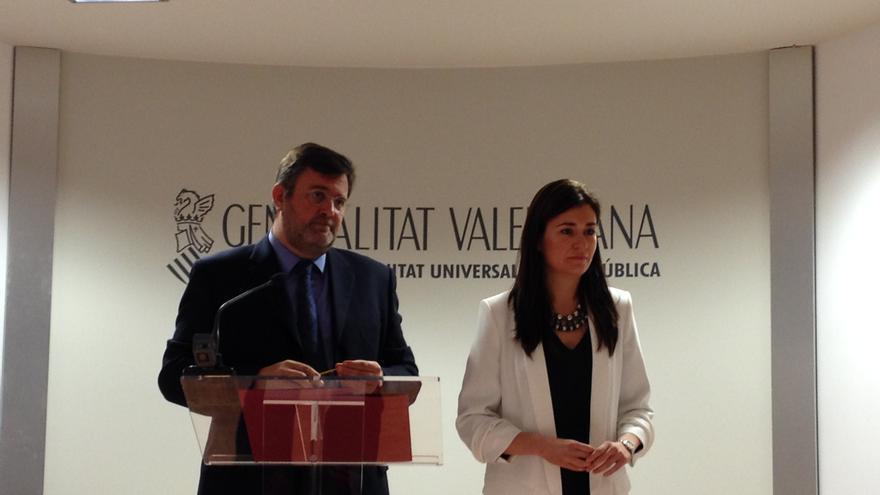 La consellera de Sanidad, Carmen Montón, y el director de Asistencia Sanitaria, Rafael Sotoca