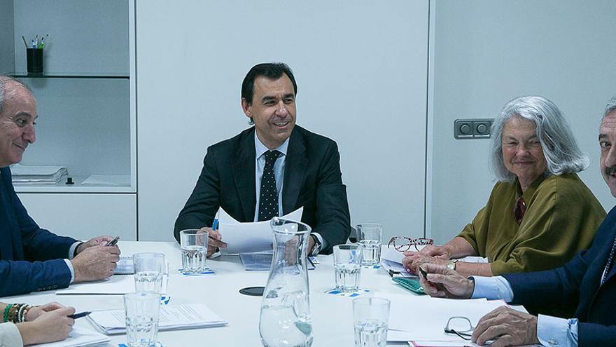 Andrés Ayala (derecha), en una reunión con Fernando Martínez Maillo y Beatriz Rodríguez Salmones