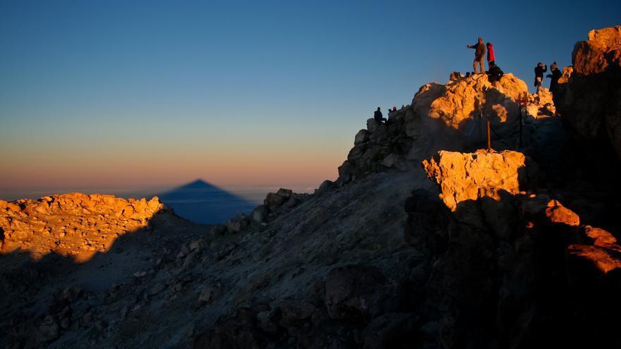 Amanece en el Pico del Teide, a 3.717 metros de altura sobre el nivel del mar.