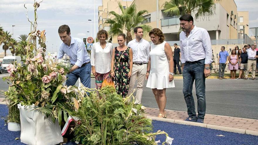 Pablo Casado en el homenaje en Santa Pola a Silvia Martínez y Cecilio Gallego, asesinados por ETA en 2002