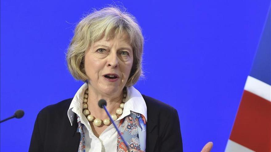 La ministra británica de Interior preside una reunión del comité de seguridad