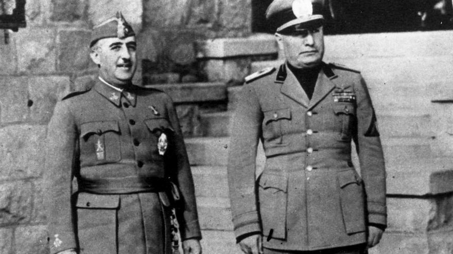 Franco acompañado de Mussolini.
