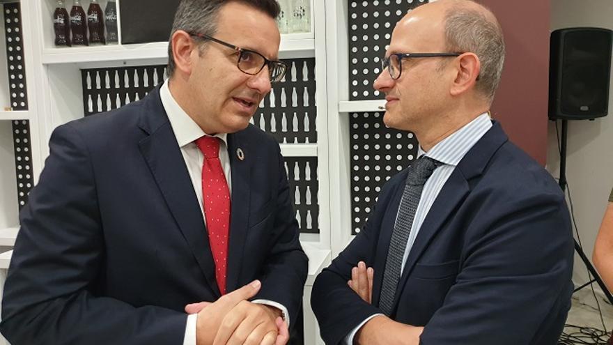 Diego Conesa junto al director general de Industria Alimentaria del Ministerio de Agricultura, Pesca y Alimentación, José Miguel Herrero en Lorca