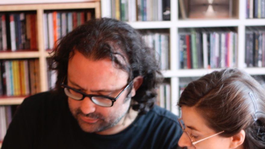 Los autores de 'SGAE: el monopolio en decadencia': David García Aristegui y Ainara LeGardon
