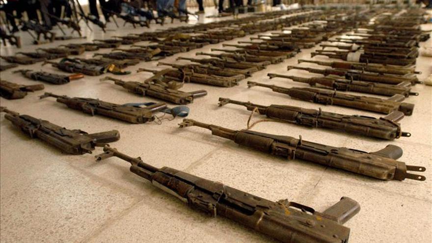 Sanciones a Rusia agotan las reservas de fusiles rusos AK-47 en Estados Unidos