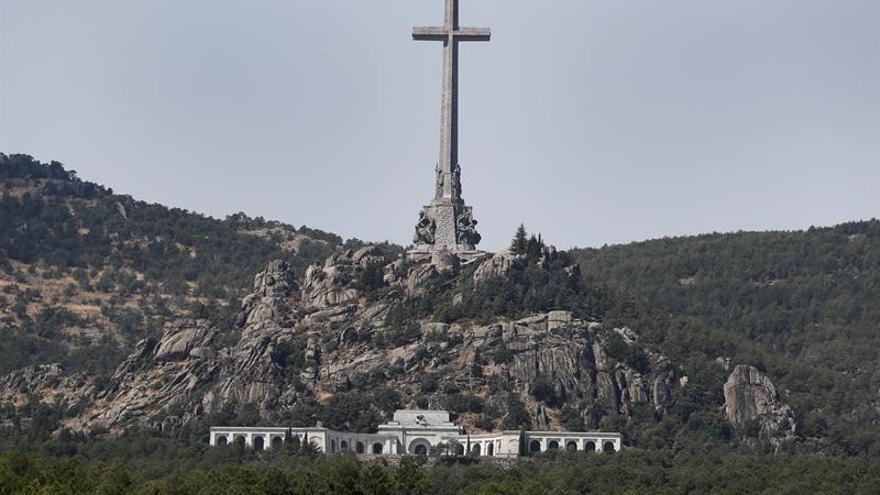 El 61,7% de los españoles no ve una prioridad exhumar a Franco
