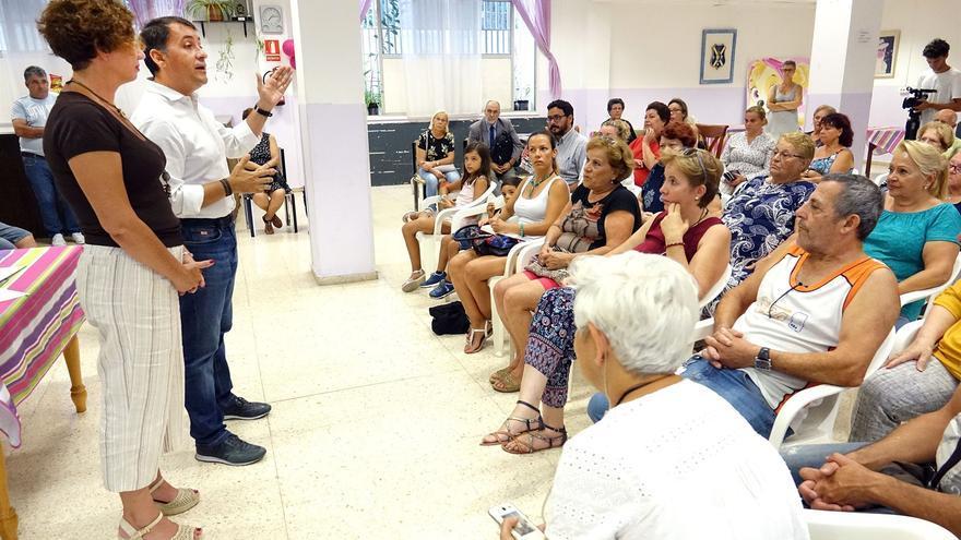 José Manuel Bermúdez, alcalde de Santa Cruz, en el acto celebrado con los vecinos