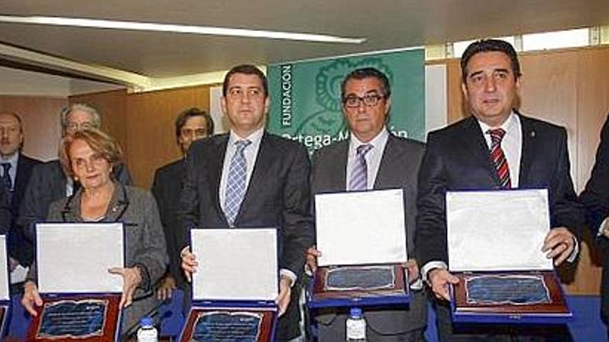 El alcalde de Sabadell, segundo por la derecha, recibe el premio de Transparencia Internacional