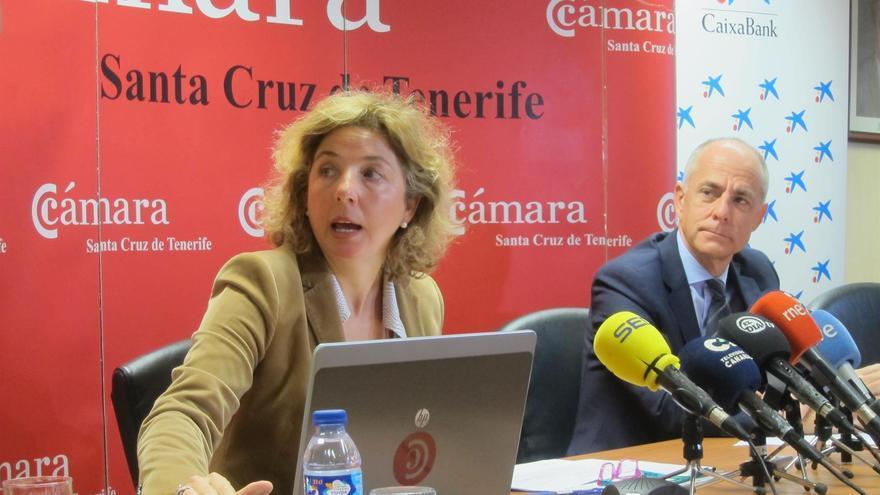 Lola Pérez, directora general de a Cámara de Comercio tinerfeña, y el presidente Santiago Sesé