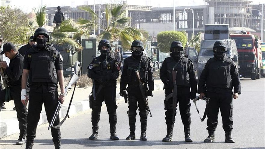 La policía egipcia detiene a cuatro activistas por manifestarse sin permiso