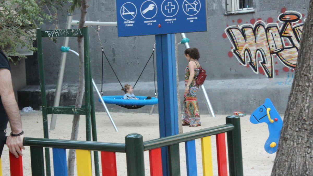 Niña jugando en la nueva zona infantil de la plazuela de la Memoria Trans | SOMOS CHUECA