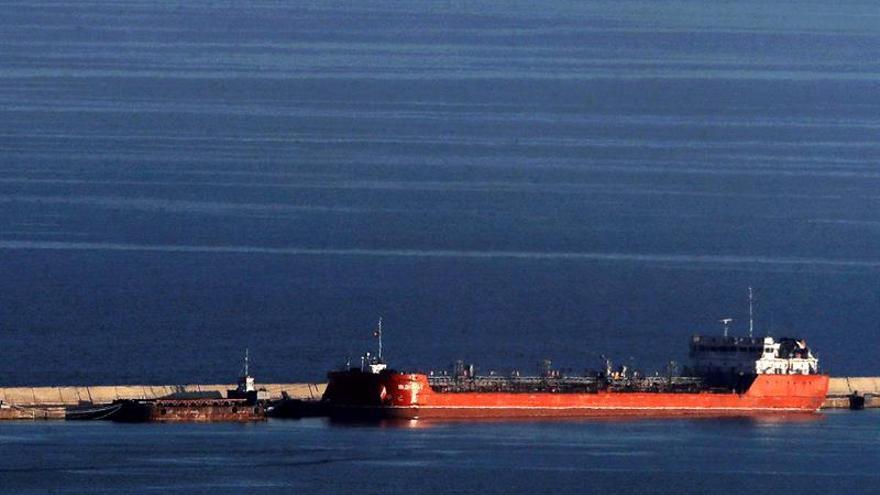 Dos desaparecidos al chocar un pesquero cerca del puerto de Barcelona con un mercante ruso