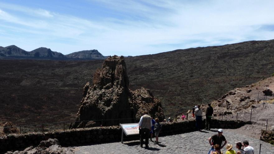Turistas en el Parque Nacional del Teide, en Tenerife