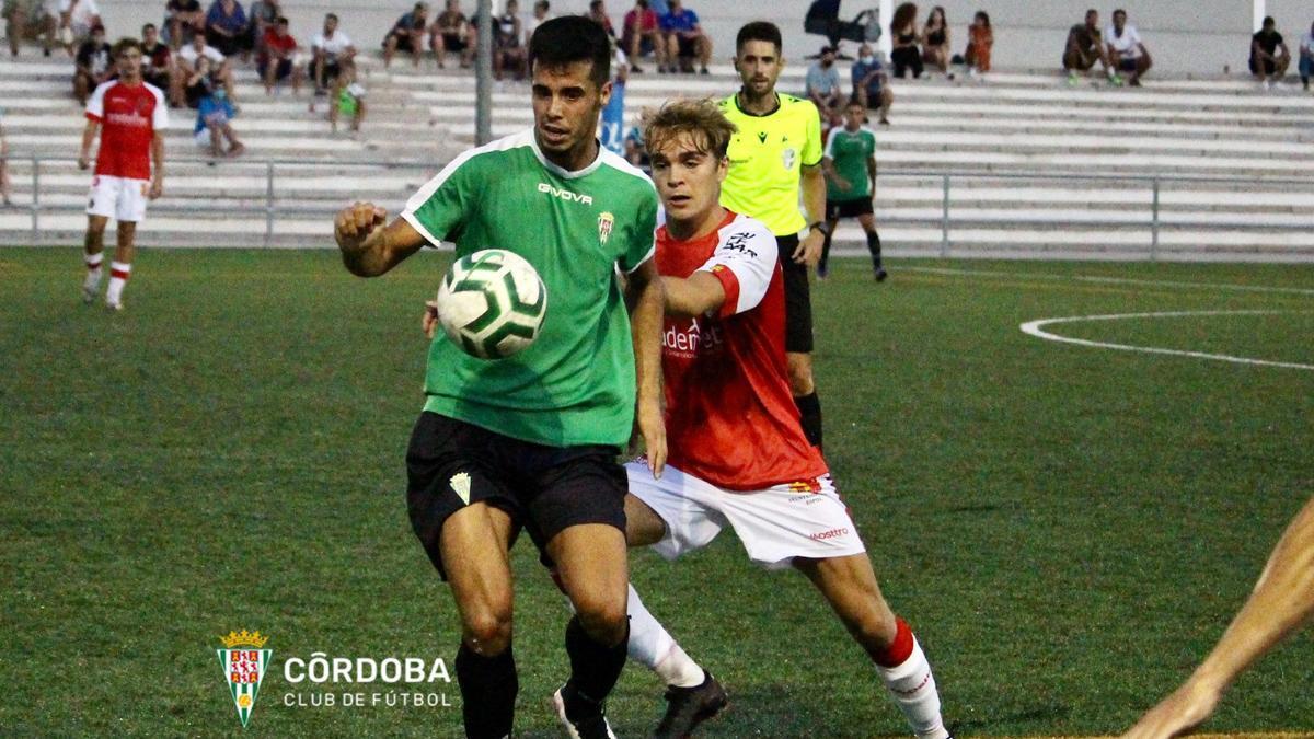 Lance del amistoso entre el Córdoba B y el Espeleño