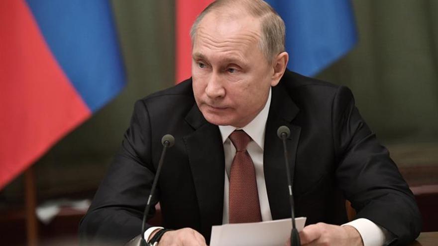 Putin acude personalmente a la comisión electoral para inscribir su candidatura
