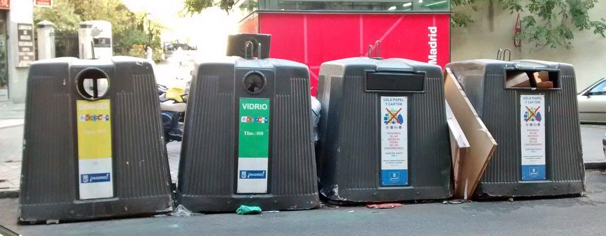 Contenedores en la plaza Conde de Toreno | SOMOS MALASAÑA