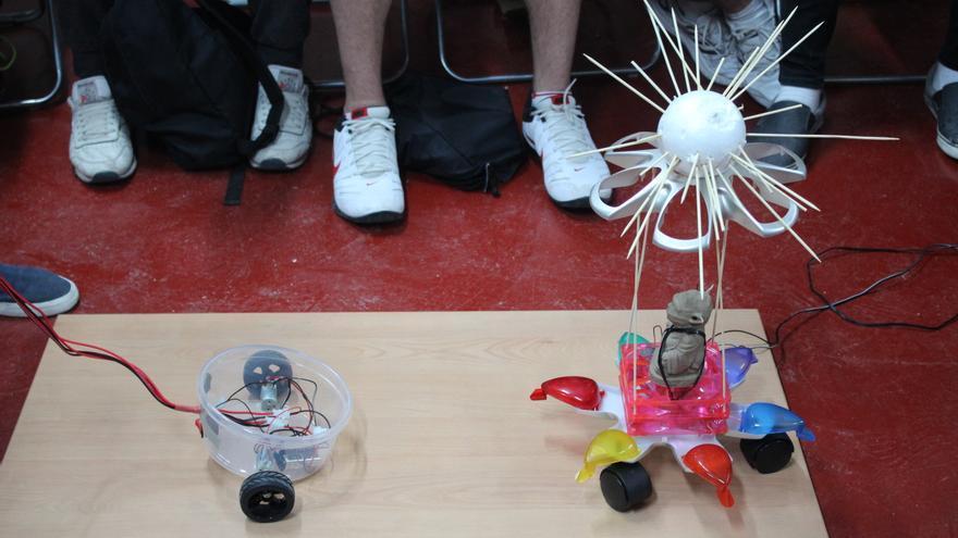 Makespace Madrid ha celebrado su primera Hebocon, una competición de robots estúpidos originaria de Japón