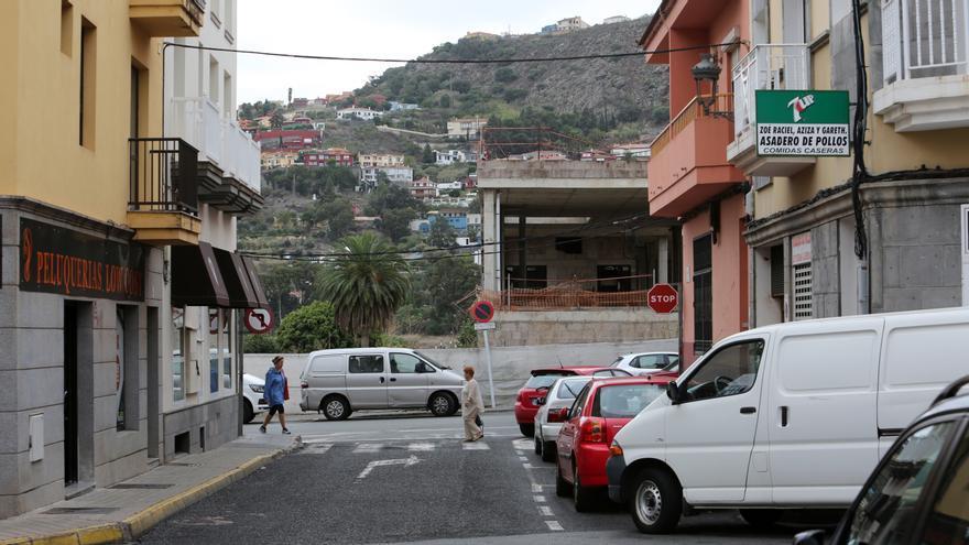 Vista de la ocupación de la calle Presbítero Blas Marrero por el centro comercial