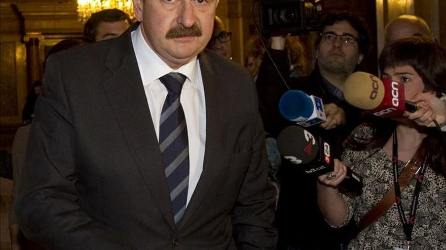 El diputado Crespo de CiU deja su acta en el Parlament tras la apertura de juicio por cohecho