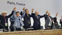 La Cumbre de París aprueba el nuevo acuerdo contra el cambio  climático
