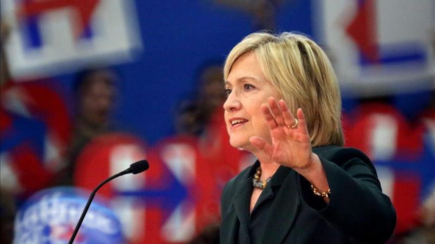"""Clinton arrasa en la """"primaria invisible"""" de EE.UU. frente al caos republicano"""