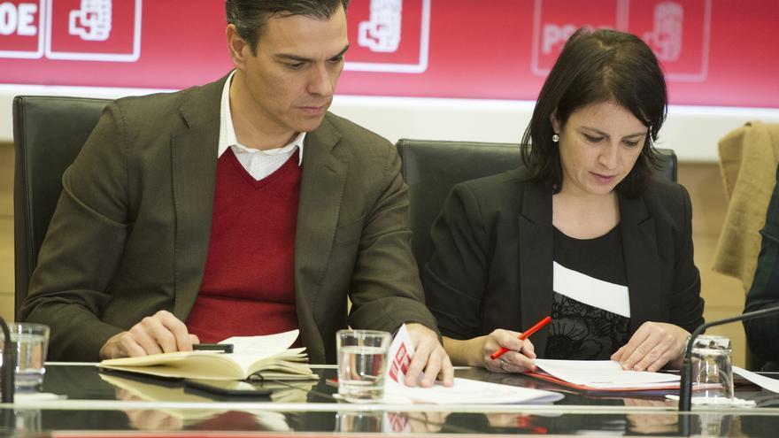 Pedro Sánchez y su número dos, Adriana Lastra, durante una reunión de la Ejecutiva del PSOE.