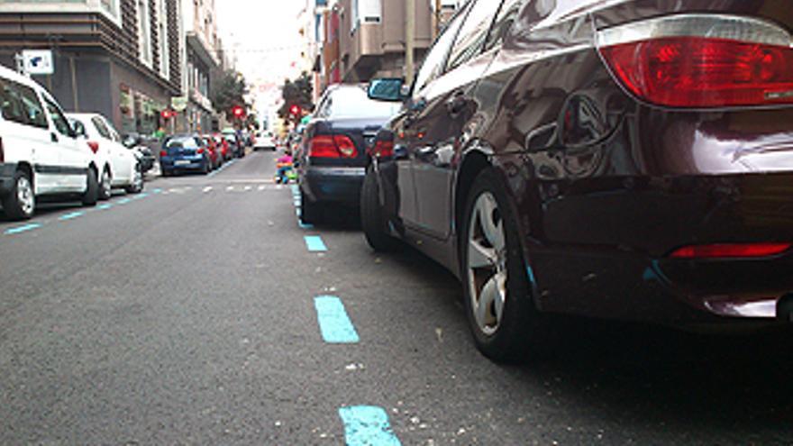 Zona azul entre las calles Venegas y León y Castillo. (L.J.V.)
