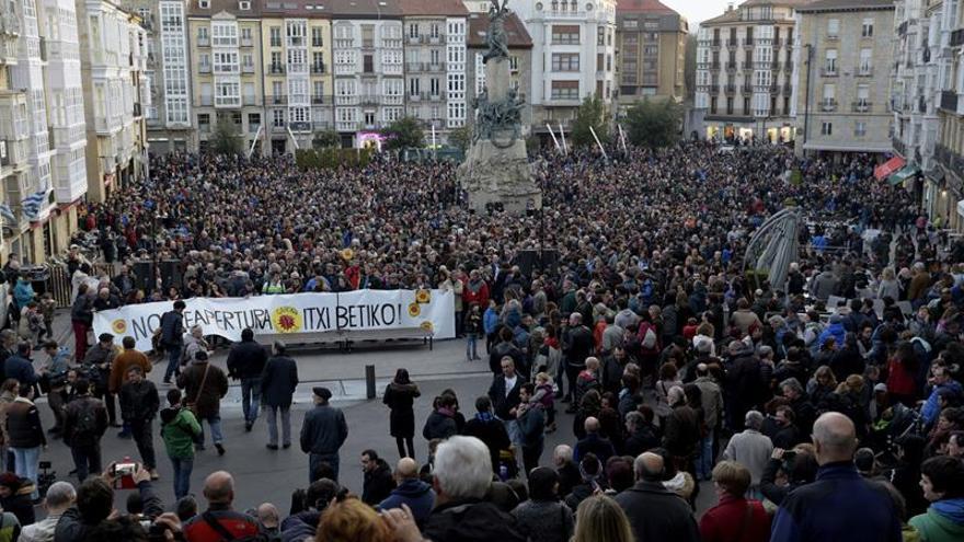Álava se vuelca para exigir el cierre de Garoña en una multitudinaria marcha