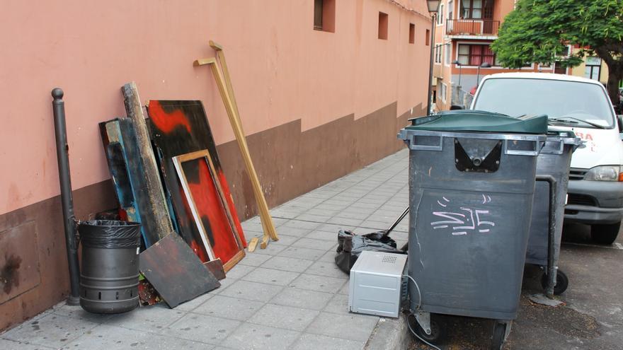 Enseres en una calle de Santa Cruz de La Palma.