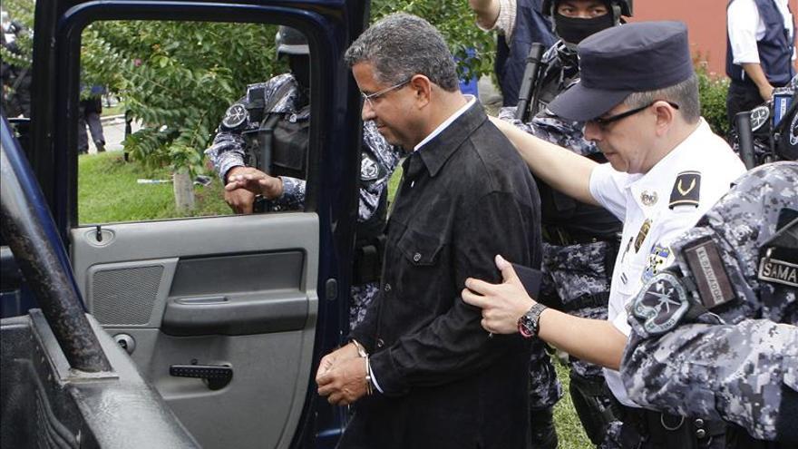 Trasladan a un expresidente salvadoreño a prisión tras recibir el alta médica