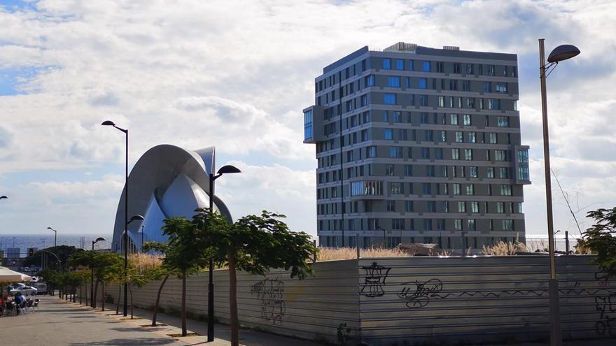 Imagen reciente del edificio que Carlacand, empresa de la familia Plasencia, pretende vender al IASS