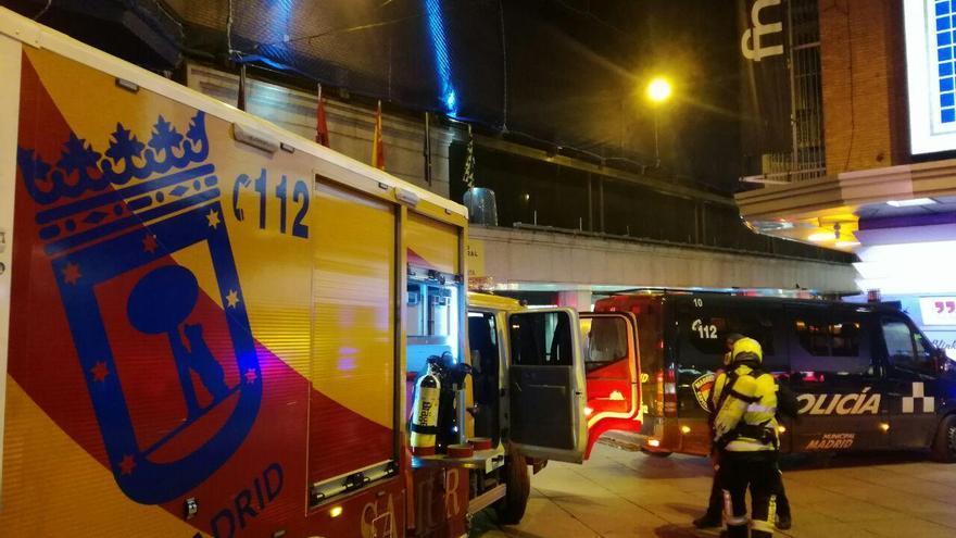 Vehículos de emergencias junto al Corte Inglés de la calle del Carmen