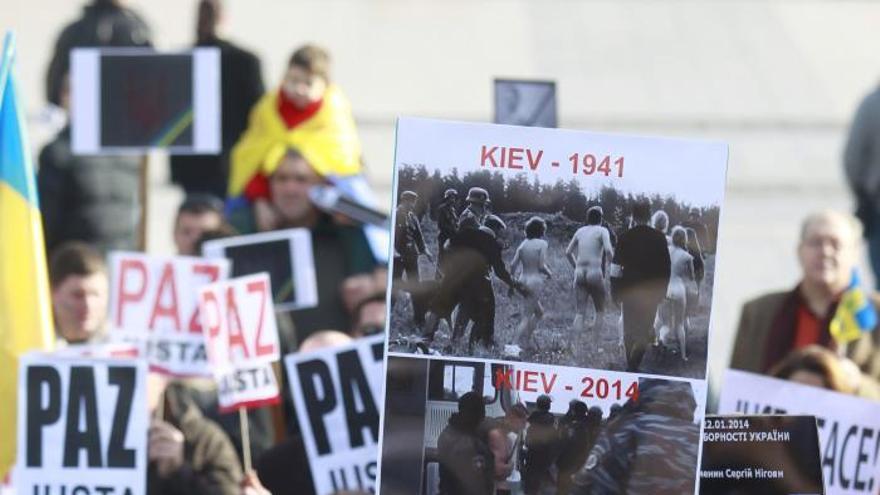 Más de mil ucranianos se manifiestan en Madrid contra Yanukóvich